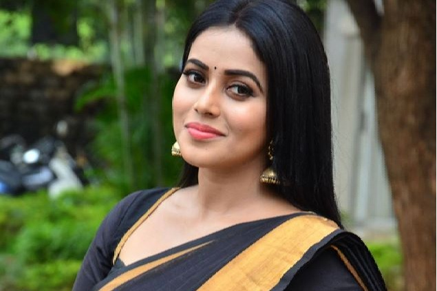 Actress Poorna revealed how a gang cheated