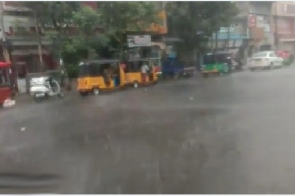 Rain lashes some places in Hyderabad