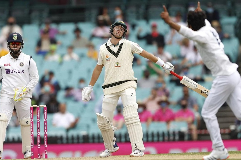 Above 300 Lead for Australia in Third Test