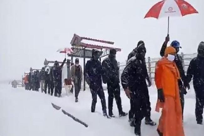 Yogi Adithyanath stuckup in Kedarnath