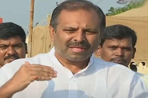 Chandrababu Must say Apolosies says Gadikota