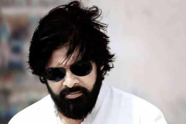 Pawan gives nod to Surendar Reddys script
