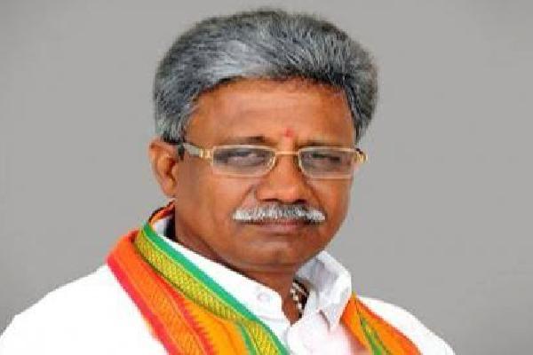 Venkaiah Naidu conveys condolences to the demise of former minister Manikyakalarao