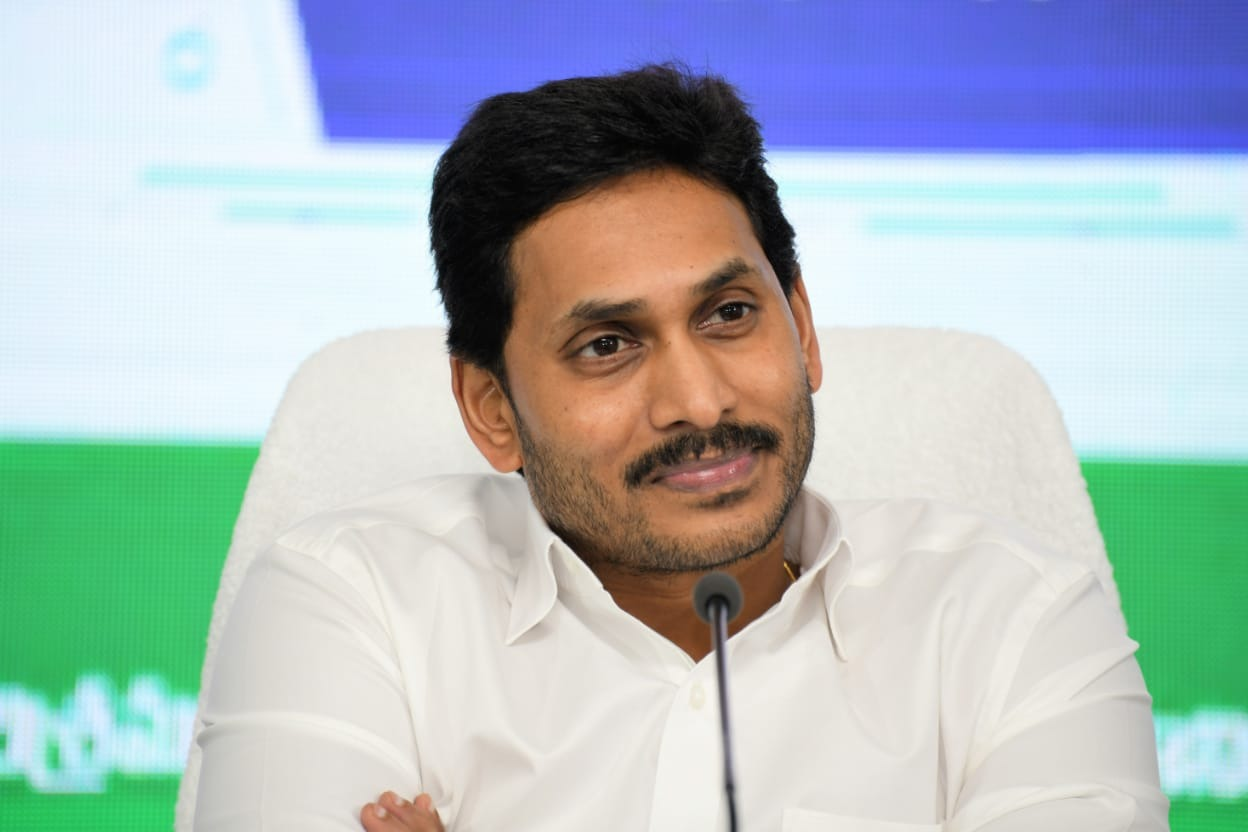 CM Jagan leaves Tadepalli for Idupulapaya visit