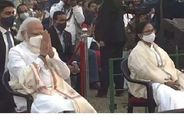 Modi and Mamata Banerjee came together in Kolkata