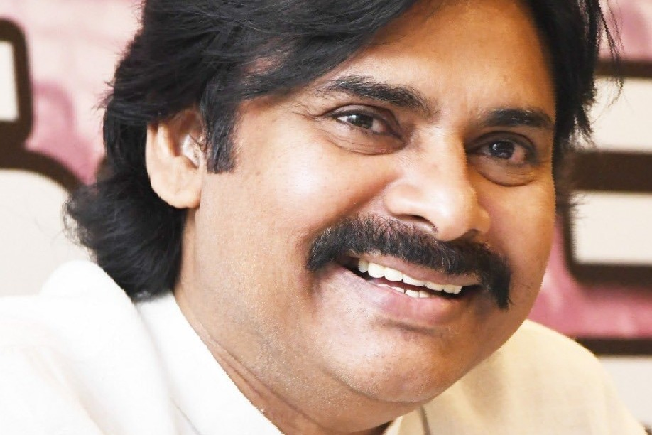 Pawan Kalyan to produce a film with Varun Tej