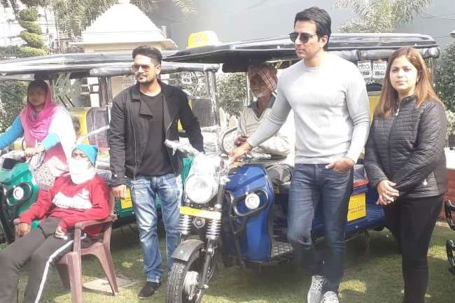 Bollywood Actor Sonu Sood gave relief to needy