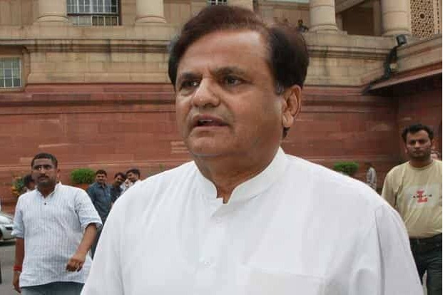 Doctors shifts corona infected Ahmed Patel to ICU
