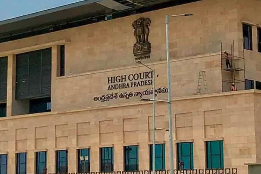 AP High Court orders to remove atrocity sections on Amaravathi SC farmers