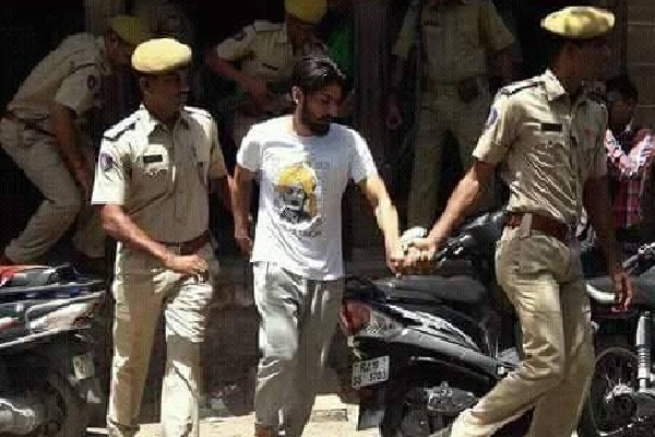 Gangster Lawrence Bishnoi wants cuffs while going