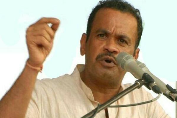 MP Komatireddy fires on CM KCR