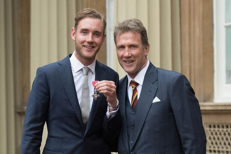 Chris Broad Fines His Son in Cricket