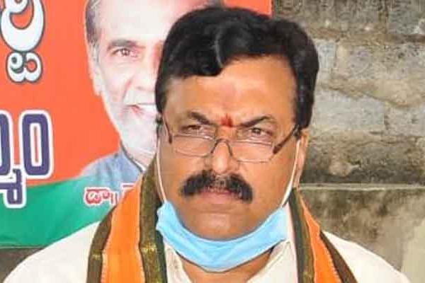 Ponguleti Sudhakar Reddys explanation on Bandi Sanjays surgical strikes comments