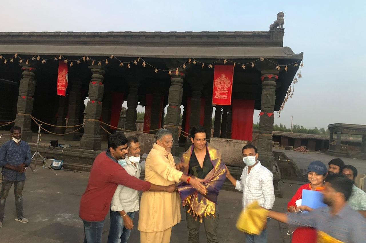 Tanikella Bharani sivakoratala  felicitated  SonuSood  on the sets of Acharya