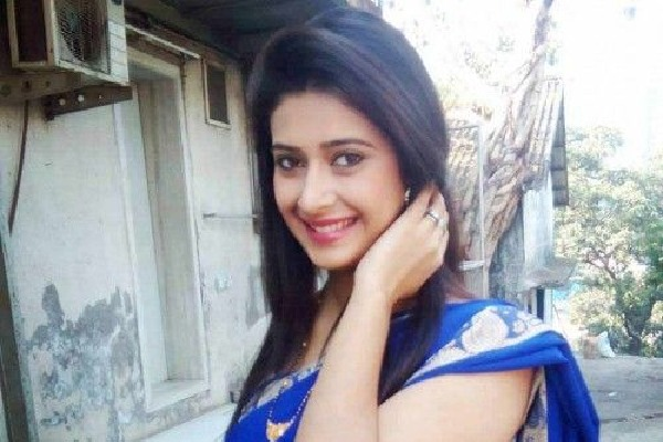 Actress Preetika Chauhan found red handed while buying drugs