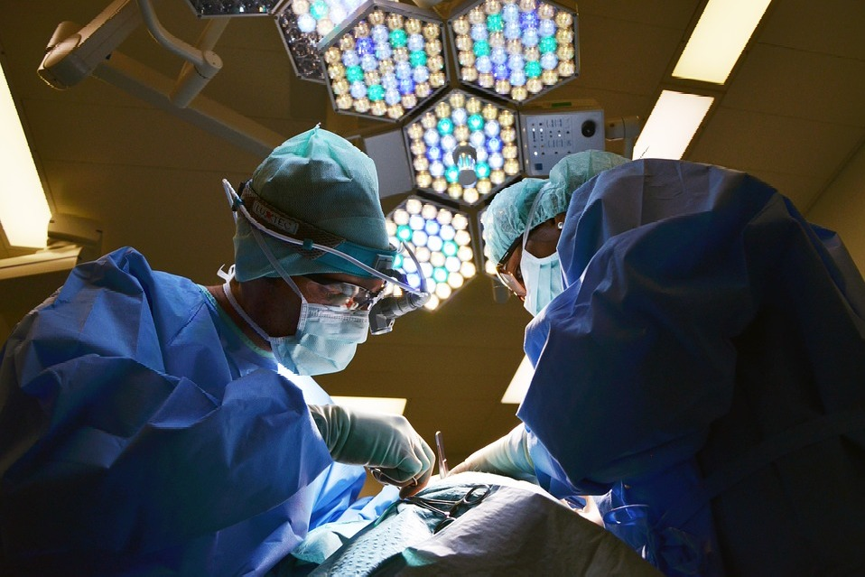 Guntur doctors successfully completes operation while patient watching tv show
