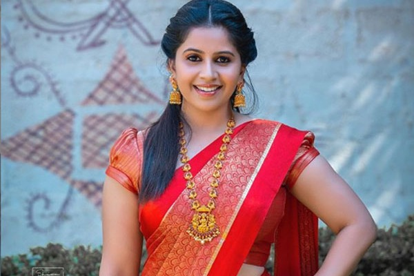 CCB Police gave notices to kannada anchor Anushree over Drugs case
