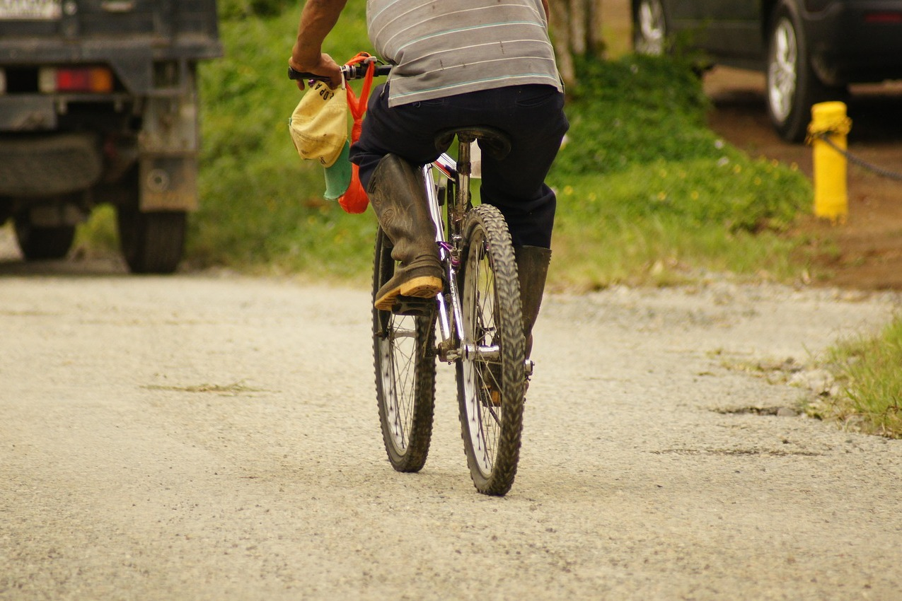 65 year old man rides cycle abou 70 kilometers for complaint to collector