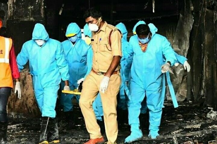 AP Ministers reviews on fire accident in Vijayawada covid care center
