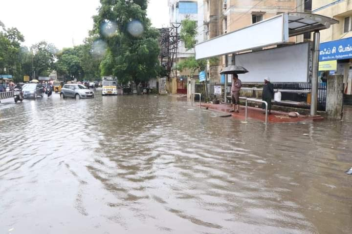 Heavy rains lashes Chennai city