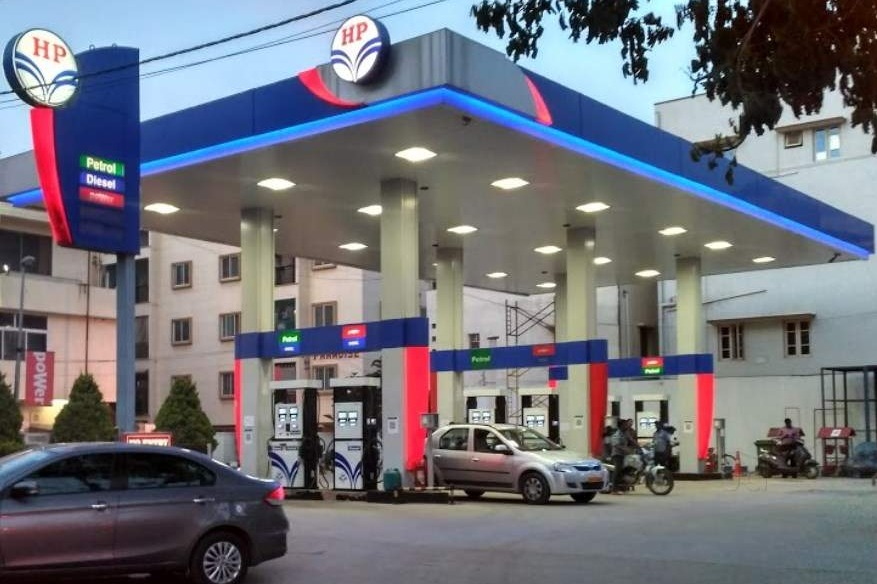 First Time In India Rs 100 For Branded Petrol