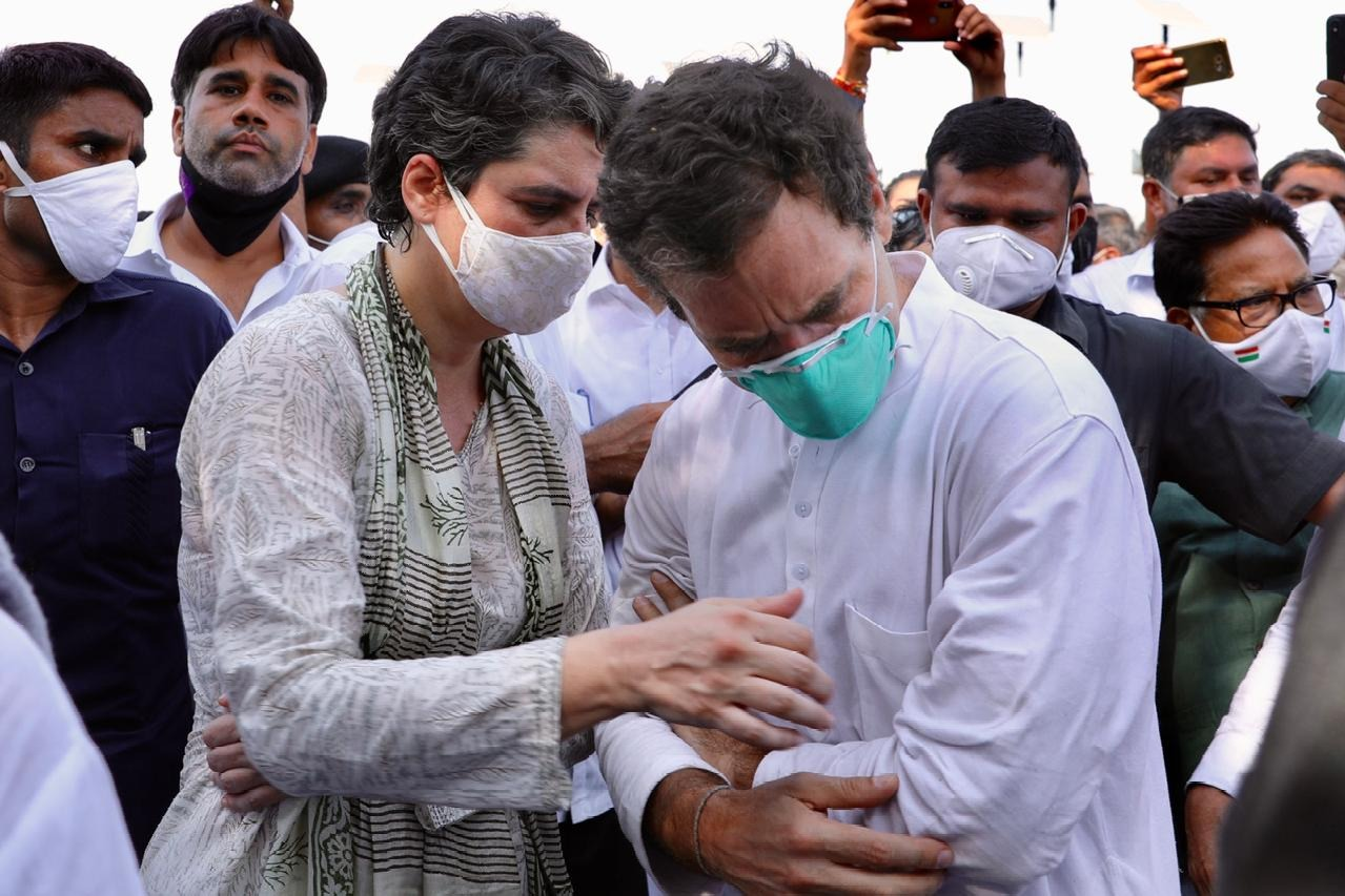 Rahul Gandhi fell down as Priyanka came to console her brother