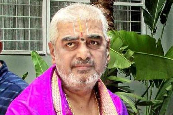 TTD EO still following Chandrababu orders says  Ramana Dikshitulu