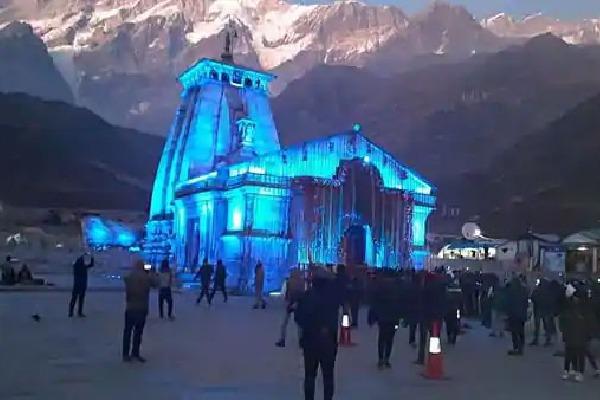 Yogi Adityanath perform prayers at Kedarnath