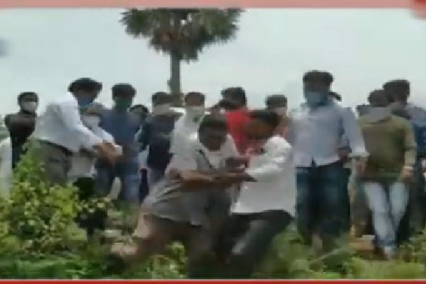 Clashes between YSRCP members in Srikakulam district