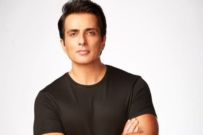 sonu sood replays to netizen