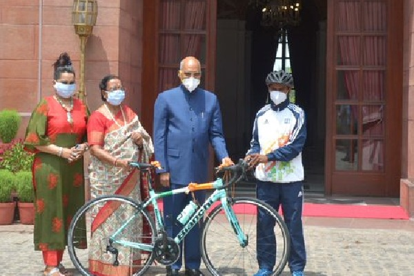 President Ramnath Kovind presents a cycle for a young racer