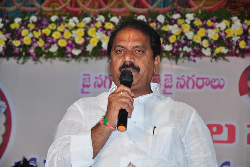 Malladi Vishnu fires on TDP leaders in Swaroopananda birthday celebrations matter