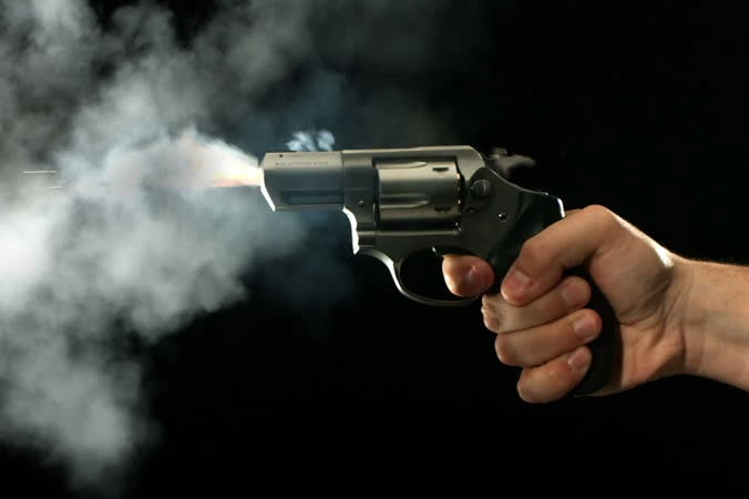 Remand prisoner attacked constable and ran away with gun