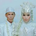 Indonesian elderly man send divorce papers to his teenage wife family memvers