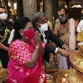 Governor Tamilisai visits Tiruchanuru temple