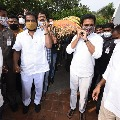 Minister KTR attends Nayini Narsimha Reddy funerals