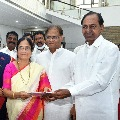 Congress leaders questions CM KCR decision after gave a chance to PV daughter in MLC elections