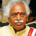 Congress MLAs misbehaves with Bandaru Dattatreya