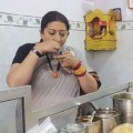 Smruthi Irani Eat Pani Poories in Varanasi