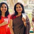 Singer Sunitha tastes Kallu