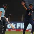 England faces pressure after losing three quick wickets