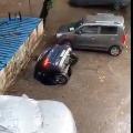 Car sinks into hole in Mumbai