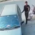 Theft in Car Video Goes Viral in Internet