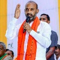 TRS leaders attack on Bandi Sanjay vehicle