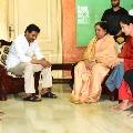 CM Jagan visit Avuku and talked to Challa Ramakrishna Reddy family members