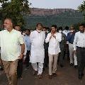 YS Jagan gets hearty welcome at Idupulapaya