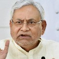 Protesters throws chappals on to Nitish Kumar