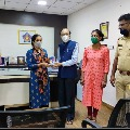 Mumbai woman spend a day in police station after bought second hand phone