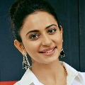 Rakul Preeth Sing eyes on Bollywood