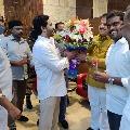 CM Jagan arrives Banglore airport to sendoff his daughter